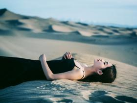 四季都可以使用内搭单穿的小黑裙