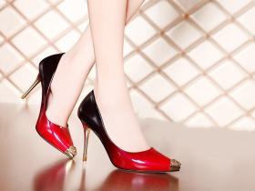 水钻尖头高跟鞋,人手一双的魅力单品