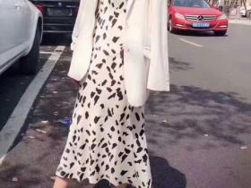 天天吃土也要买的黑白豹纹印花吊带连衣裙
